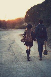 pareja-caminando